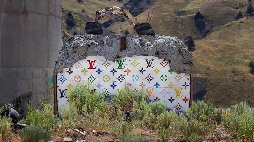 Художник перетворює зруйновані конструкції на дизайнерські сумки
