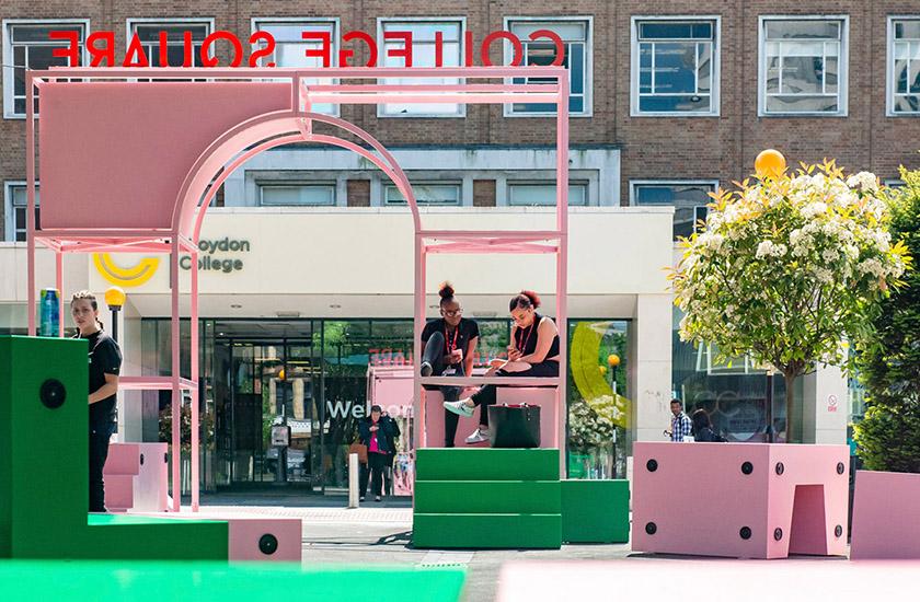У Лондоні створили колекцію вуличних меблів для спілкування людей