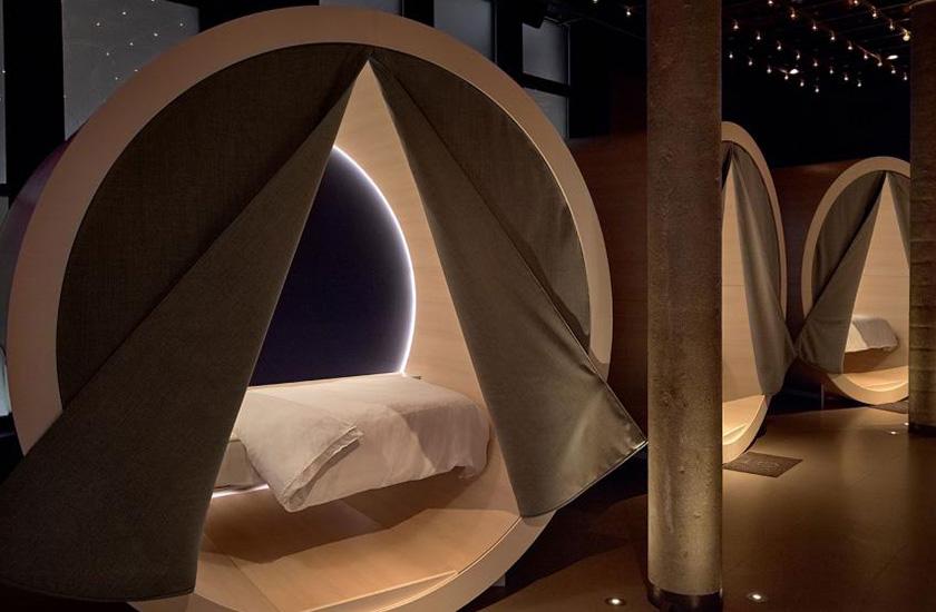 У Нью-Йорку відкрився спальний бар