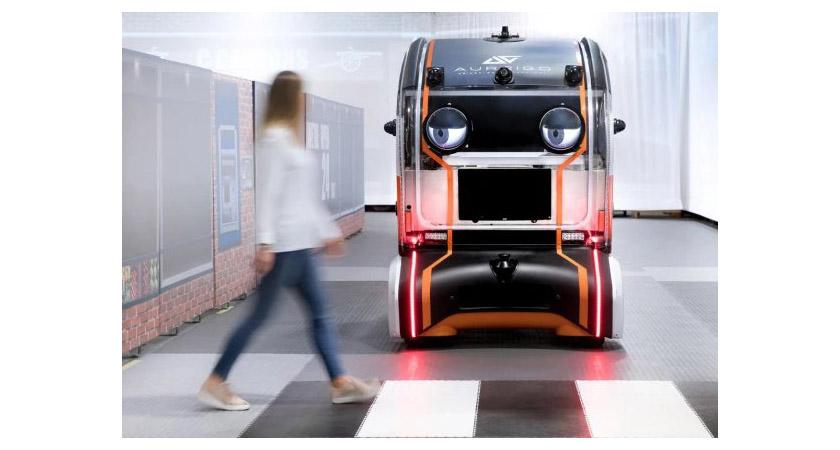 Jaguar розробила для безпілотного автомобіля очі, щоб викликати довіру