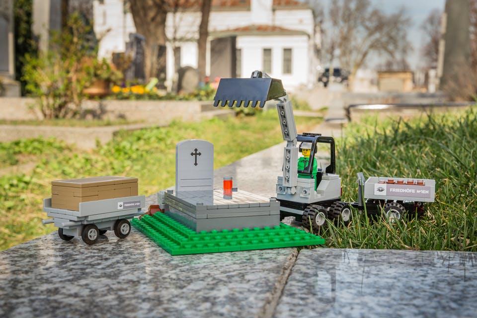 Лего кладовище1