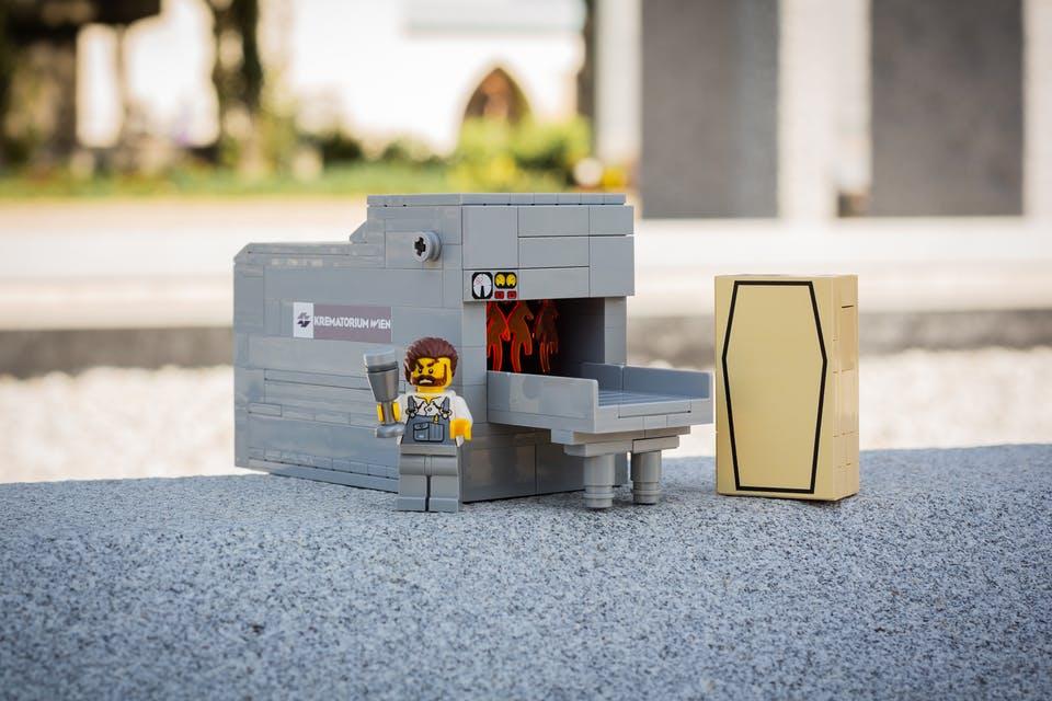Лего кладовище3