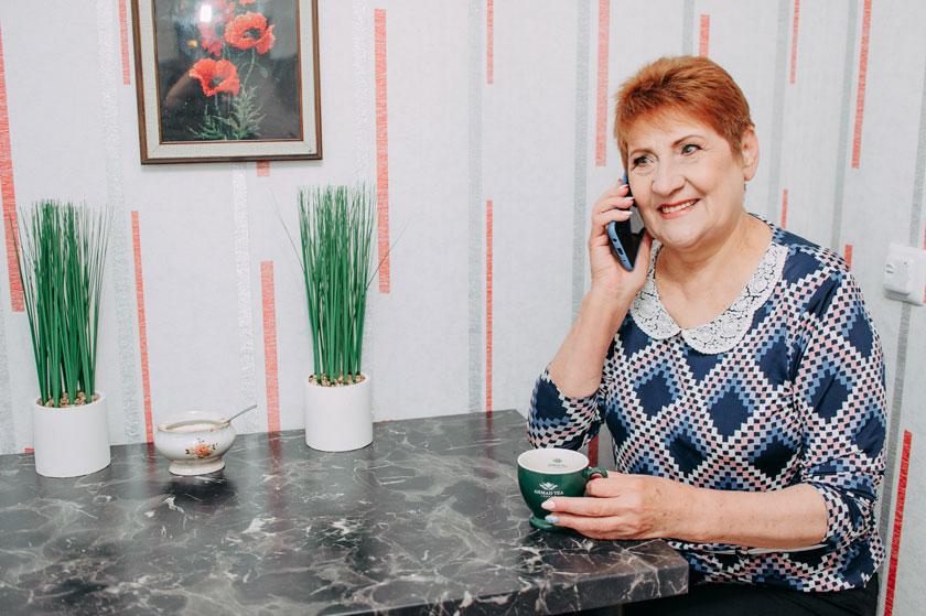 В Україні стартував проєкт телефонної підтримки людей, які опинилися на самоті